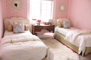 Какой дизайн подойдет для комнаты двух девочек