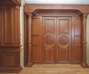 Межкомнатная дверь из массива: минусы и плюсы