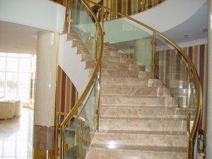 Преимущества и особенности каменных лестниц