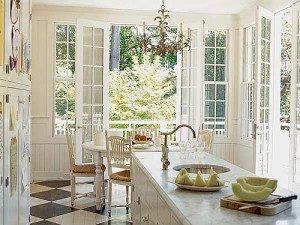 Французские окна в интерьере помещения