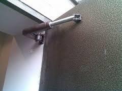 Как установить доводчик на дверь?